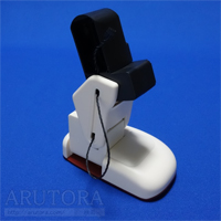 週刊ロビ(Robi)ブログ第42号、左ひざフレームにサーボを取り付けて関節を組み立てる