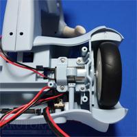 週刊ロビクルをつくるブログ第16号、本体左側にモーターと後輪を取り付ける