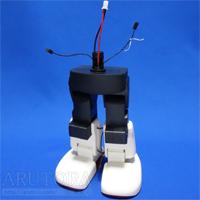 週刊ロビ(Robi)ブログ第52号、腰に両脚を取り付けて配線をする。付属のボールはロビ完成後に使う